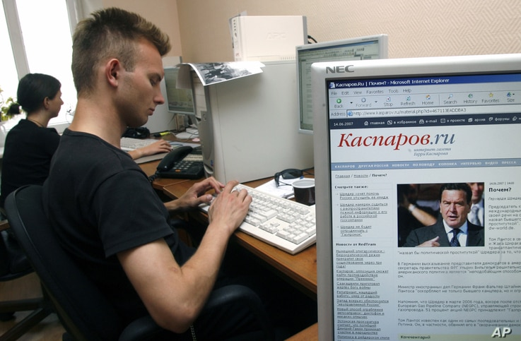 FILE - Activists of opposition United Civil Front led by former chess champion Garry Kasparov, work with their party Web site, Moscow.