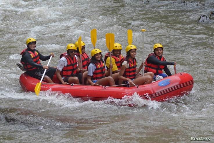 Former United States President Barack Obama (2nd L), his wife Michelle (3rd L) along with his daughters Sasha (C) and Malia (2nd R) go  rafting while on holiday in Bongkasa Village, Badung Regency, Bali, Indonesia June 26, 2017 in this photo taken by...