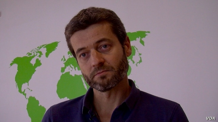Jean-Francois Julliard of Greenpeace France says a trade pact will erode European health and environmental standards. (L. Bryant/VOA)