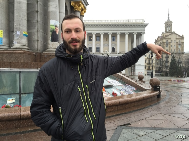 Mykola Andrievsky, a Maidan protester, recalls how he helped carry corpses of demonstrators gunned down by ousted President Viktor Yanukvych's forces two years ago. (L. Ramirez / VOA)