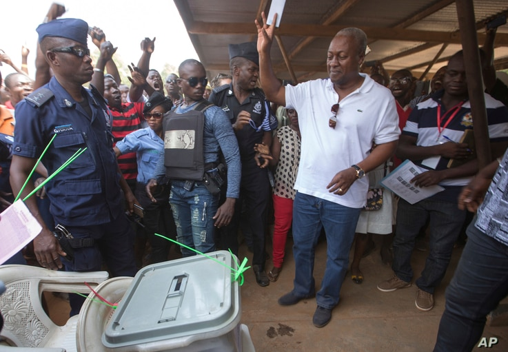 Ghana Incumbent President, John Dramani Mahama candidate of the National Democratic Congress, holds up his ballot, during the Presidential and parliamentary election,  in Bole Ghana, Wednesday, Dec. 7, 2016.
