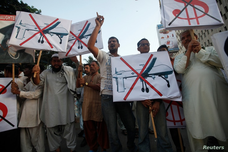 Supporters of Pakistan's Islamist party Pasban hold placards as they shout anti-American slogans during a protest in Karachi October 23, 2013, against US drone attacks in the Pakistani tribal region. REUTERS/Athar Hussain (PAKISTAN - Tags: POLITICS C...