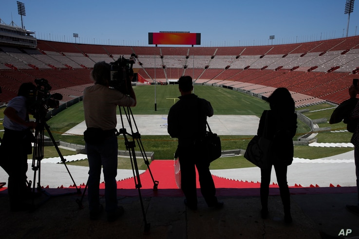 Journalists visit the Los Angeles Memorial Coliseum, Los Angeles 2024's proposed ceremonies and track-and-field venue, in Los Angeles, May 11, 2017.