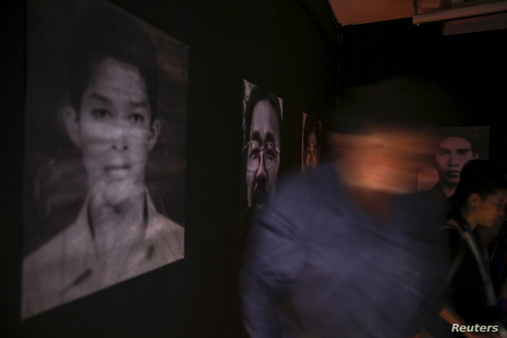 People attend an exhibition by artist Jirawut Ueasungkomsate at a gallery in Bangkok, Thailand, March 4, 2016.