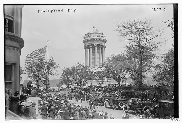Photograph shows the Memorial Day festivities on Fifth Avenue, at the Soldiers' and Sailors' Monument in Riverside Park, New York City, May 30, 1917. (Source: Flickr Commons project, 2015) Contributor Names Bain News Service, publisher Created / Pub...