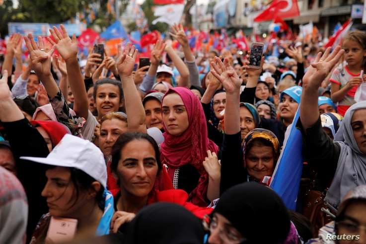 Supporters of Turkish President Recep Tayyip Erdogan attend an election rally in Istanbul, June 23, 2018.