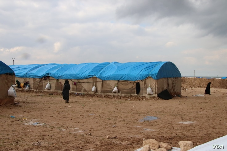 The al-Hol Camp in northern Syria was built for 10,000 people, but the population has now swelled to 72,000 and continues to grow, pictured in al-Hol Camp, Syria on March, 4, 2019. (H.Murdock/VOA)