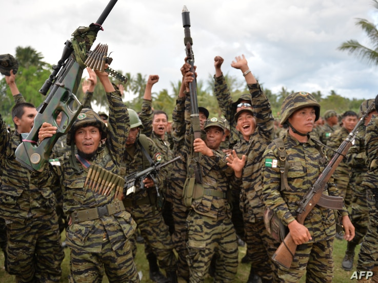 Moro Islamic Liberation Front (MILF) rebels celebrate the signing of the peace agreement during a rally at Camp Darapanan, Sultan Kudarat town, in southern island of Mindanao, March 27, 2014.