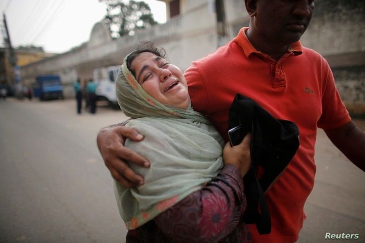 A relative of a prisoner cries after the verdict for a 2009 mutiny is announced, Dhaka, Nov. 5, 2013.