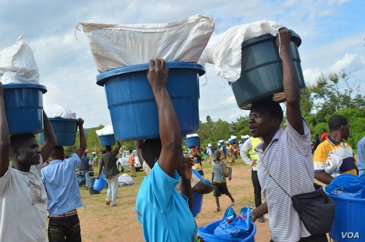 Flood victims in southern district of Phalombe going home with relief aid distributed by Asian Muslim Relief Aid on January 24 2015, picture by Lameck Masina for VOA.