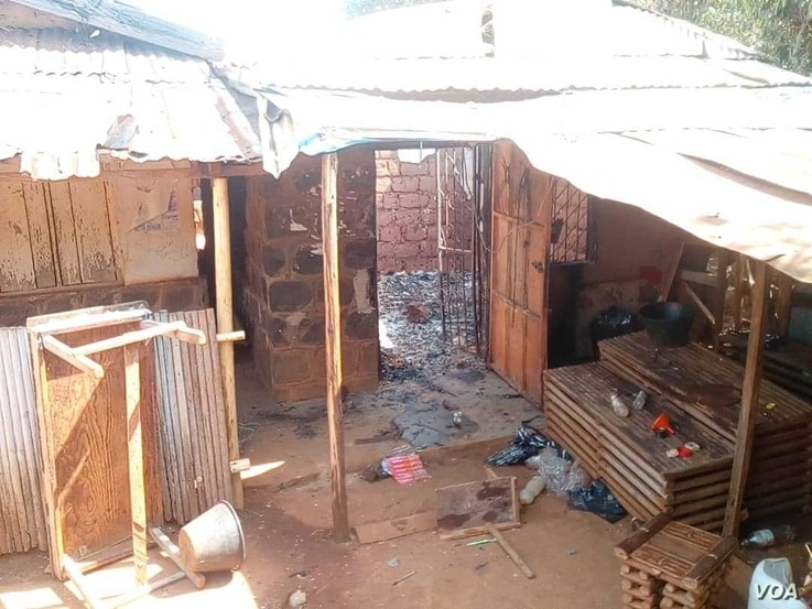 Houses torched by the military in Kumbo lie vacant after their occupants fled. (M. Kindzeka for VOA)