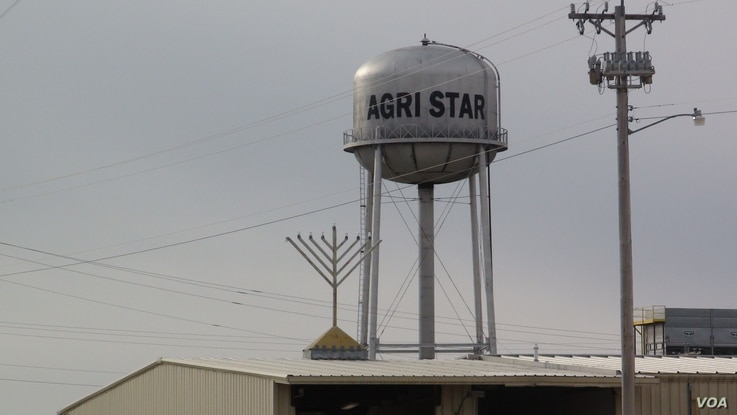 Postville's Agri Star kosher meatpacking plant is staffed largely with immigrants. (G. Flakus/VOA)