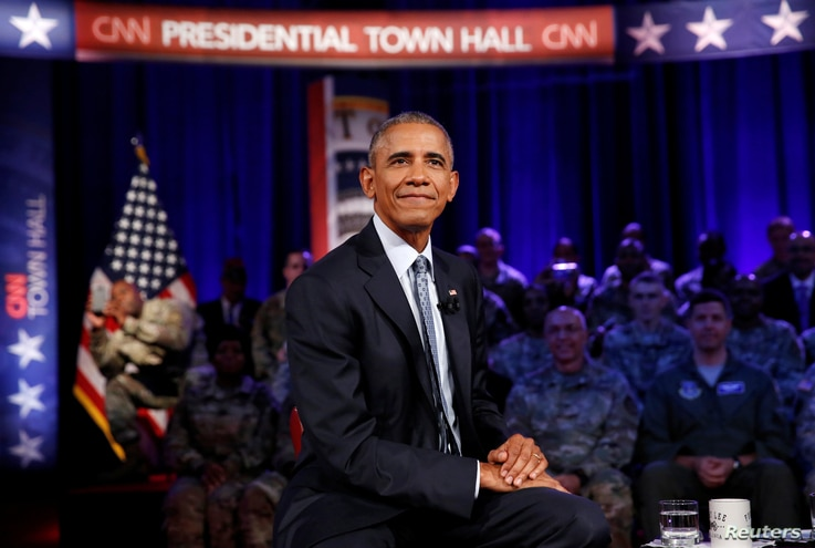 U.S. President Barack Obama holds a town hall meeting with members of the military community hosted by CNN's Jake Tapper at Fort Lee in Virginia, Sept. 28, 2016.