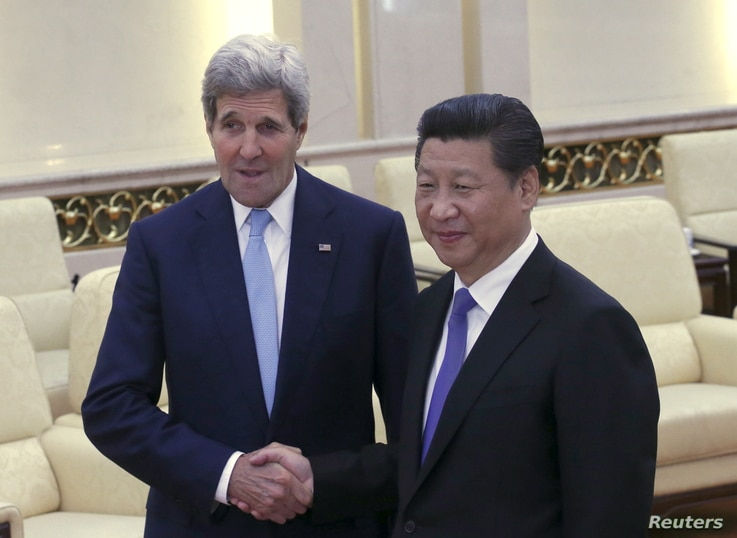 U.S. Secretary of State John Kerry (L) shakes hands with Chinese President Xi Jinping at the Great Hall of the People in Beijing, China, May 17, 2015.