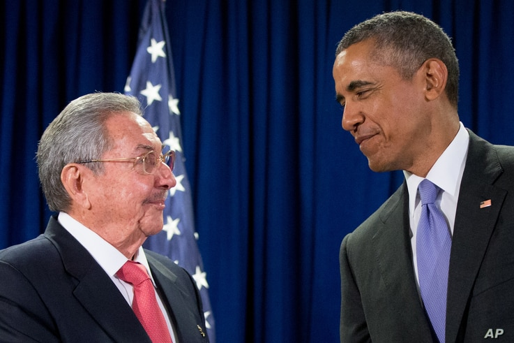 Cuban President Raul Castro, left, and U.S. President Barack Obama talks before a bilateral meeting at the United Nations headquarters in New York, Sept. 29, 2015.