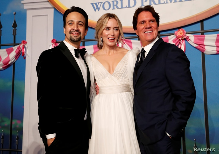 Cast member Lin Manuel-Miranda, Emily Blunt and director Rob Marshall pose at the world premiere of Disney's movie Mary Poppins Returns in Los Angeles, California, U.S., November 29, 2018.