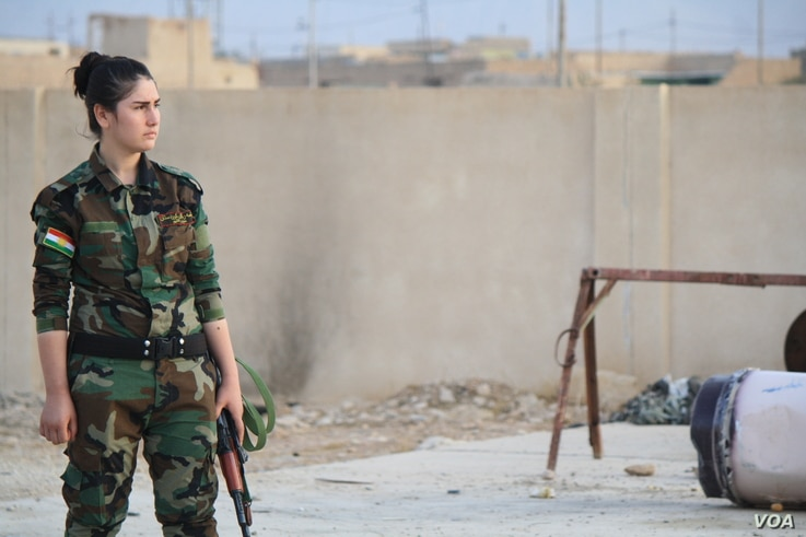 Leaders say hundreds of women have joined the Yazidi brigade, and thousands more have requested to join, Nov. 14, 2016 in Snuny, Iraq. (H. Murdock/VOA)