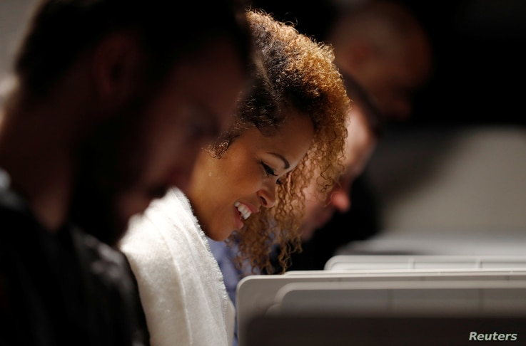 Voter Rita Davis smiles as she marks her ballot in the 2018 U.S. midterm elections at a Fulton County polling place in Atlanta, Ga., Nov. 6, 2018. Young voters helped Democrats win back a majority in the House of Representatives, analysts say.