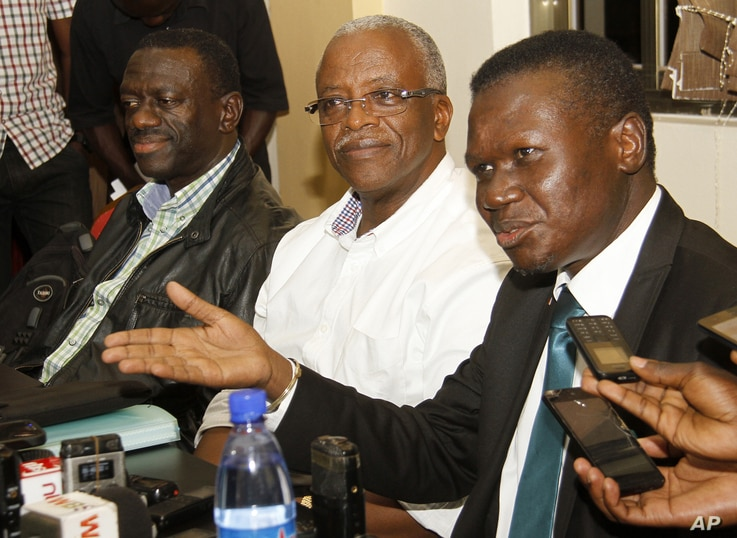 Uganda opposition leaders, from left to right: Forum for Democratic Change, Dr. Kizza Besigye, former Prime Minister Amama Mbabazi and Democratic Party President Norber Mao meeting at the Democratic Alliance office in Kampala, Sept. 18, 2015.