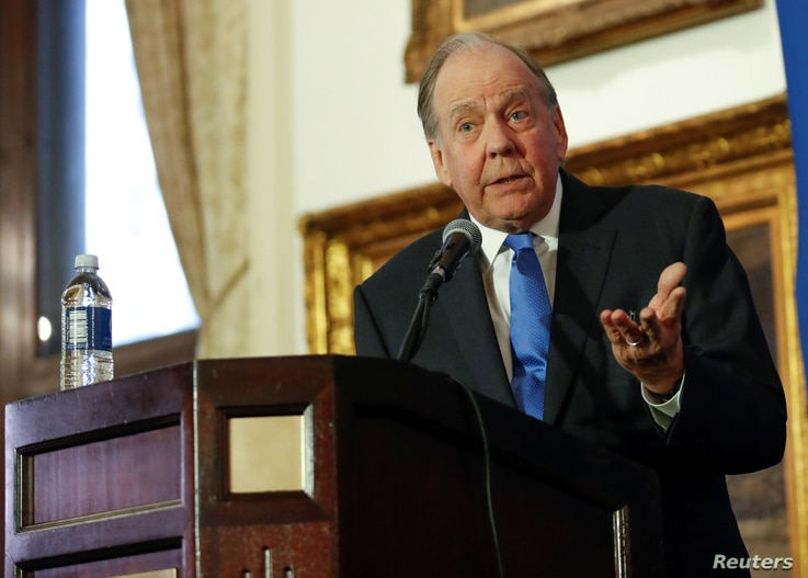 Thomas Demetrio, Chicago aviation attorney and cofounder of Corboy & Demetrio who represents the Dao family, speaks during a news conference at Union League Club in Chicago, Illinois, April 13, 2017.