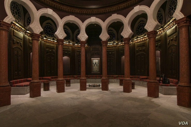 As well as introducing modern interior design, old rooms of the Sursock Museum were also preserved (VOA photo - J. Owens).