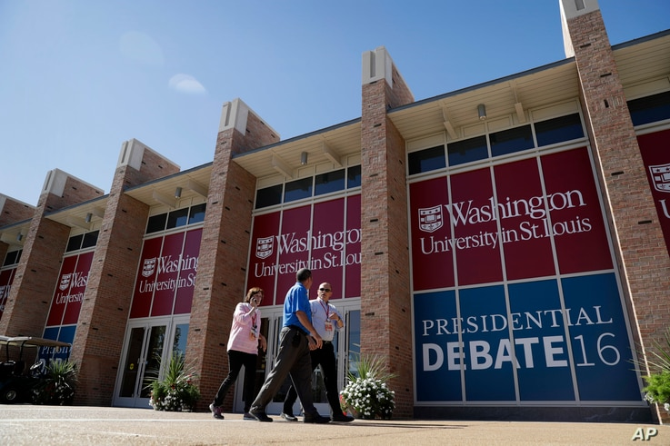 People walk by the second presidential debate site at Washington University in St. Louis, Missouri, Oct. 8, 2016.