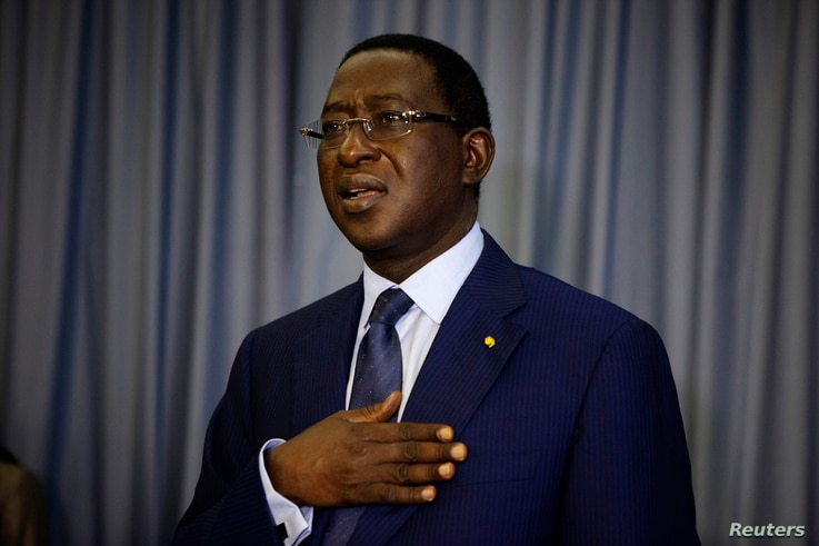 Defeated presidential candidate Soumaila Cisse sings his political party's anthem during a news conference in Bamako, Mali, Aug. 13, 2013.