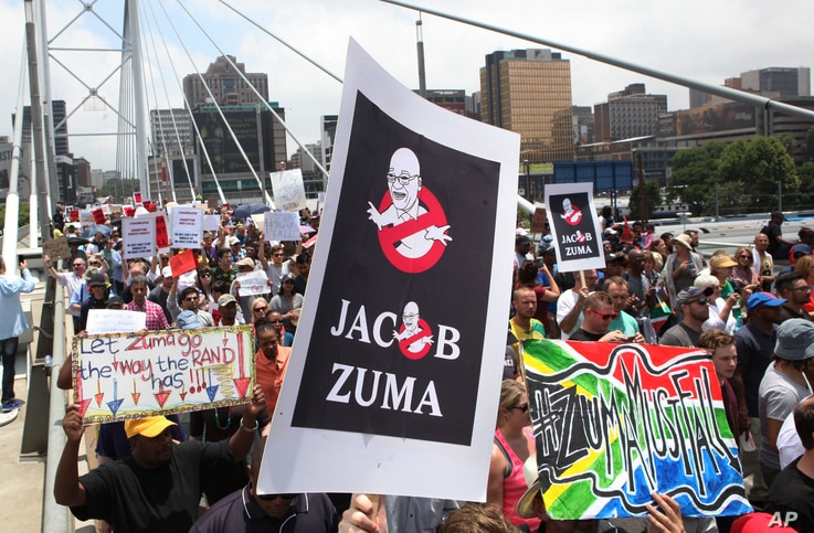 Demonstrators take part in a protest march across the Nelson Mandela bridge into Johannesburg, Dec. 16, 2015. Protesters were calling for President Jacob Zuma to be removed amid allegations of corruption amd maladministration.