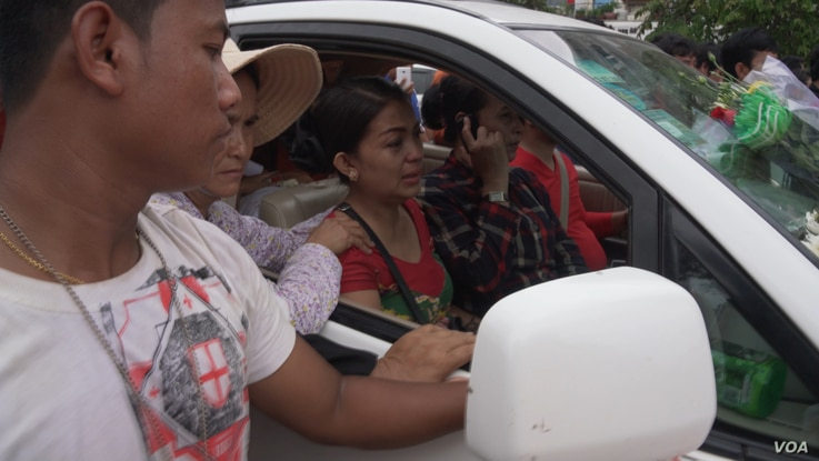 Kem Ley's wife Pou Rachana weeps as her late husband's body is driven through Phnom Penh on the way to his funeral at Wat Chak pagoda, Cambodia, July 10, 2016.