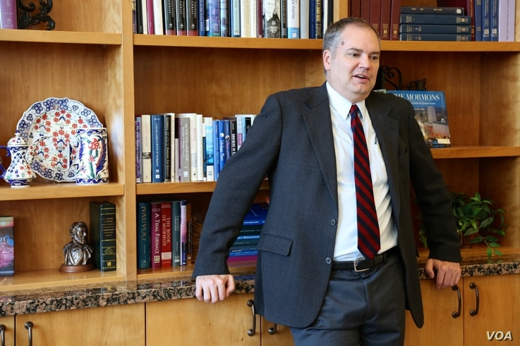 Brigham Young University political scientist Quin Monson says independent presidential candidate Evan McMullin is benefiting in Utah from free media and the missteps of the other candidates. (R. Taylor/VOA)