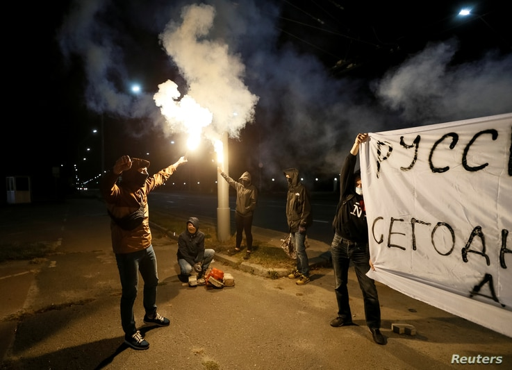 Protesters take part in a rally against Russian plans to hold parliamentary elections in annexed Crimea, near the Russian embassy in Kyiv, Ukraine, Sept. 17, 2016.