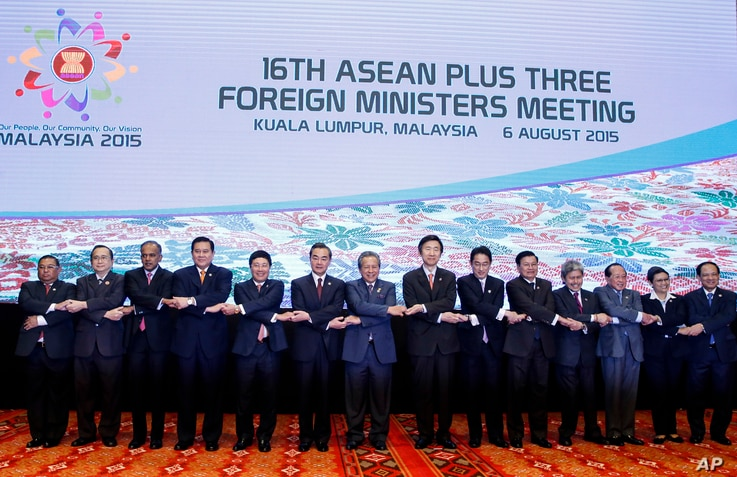 ASEAN foreign ministers pose for group photo in Kuala Lumpur, Malaysia, Aug. 6, 2015.