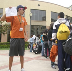 The annual Hispanic Youth Symposium offers an opportunity for young Latinos to build networks and self esteem.