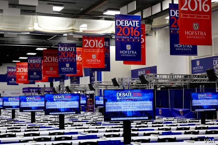 The media filing center at Hofstra University is empty, but will be filled with journalists during Monday night's first presidential debate in Hempstead, New York (B. Allen/VOA)