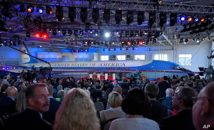 The audience prepares for the start of the CNN Republican presidential debate at the Ronald Reagan Presidential Library and Museum in Simi Valley, California, Sept. 16, 2015.