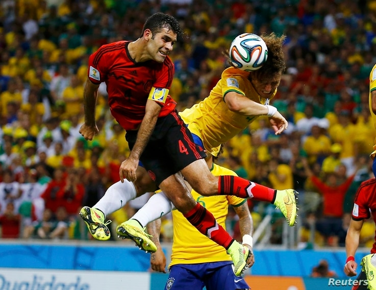 Mexico's Rafael Marquez (L) fights for the ball with Brazil's David Luiz during their 2014 World Cup Group A soccer match at the Castelao arena in Fortaleza June 17, 2014. REUTERS/Kai Pfaffenbach (BRAZIL  - Tags: SOCCER SPORT WORLD CUP TPX IMAGES OF ...