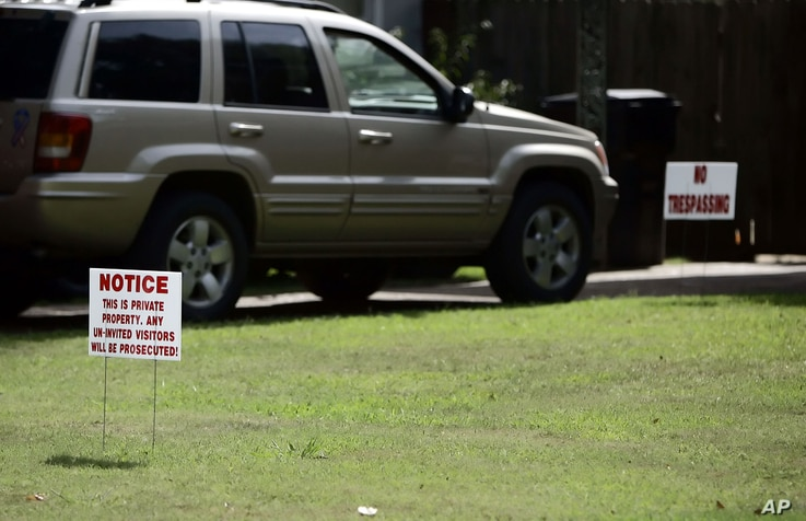 """FILE - """"No trespassing"""" signs adorn the lawn of Carolyn Donham's Greenville, Miss., home, Aug. 12, 2005. Donham, formerly Carolyn Bryant, was in 1955 the wife of Roy Bryant. Bryant and his half brother, J.W. Milam, allegedly abducted, tortured and ki..."""