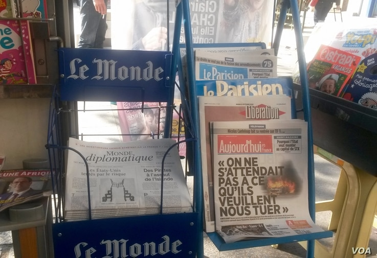A French kiosk features coverage of the U.S. debate, as France gears up for its own presidential vote. (L. Bryant/VOA)