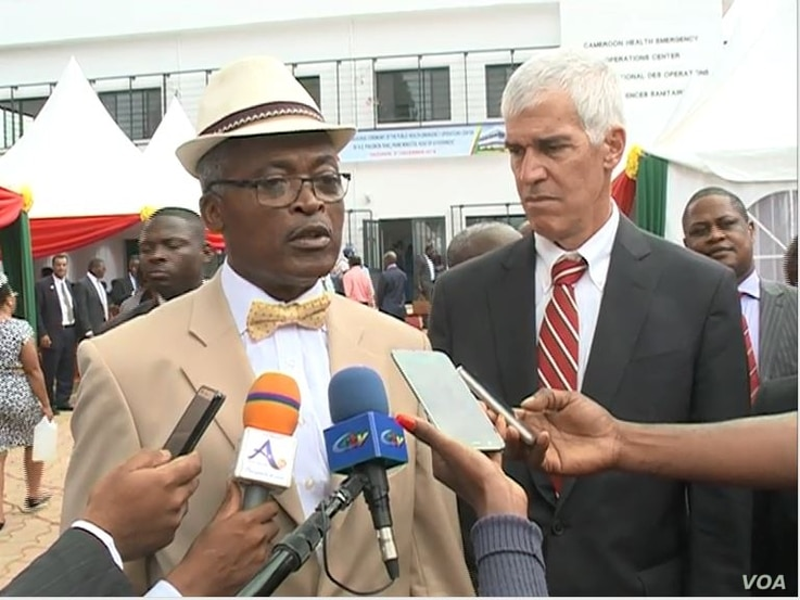 Etoundi Mballa, head of disease control at Cameroon Ministry of Health and Peter Barlerin, U.S ambassador to Cameroon are seen at the inauguration ceremony, in Yaounde, Cameroon, Dec. 3, 2018. (M. Kindzeka/VOA)