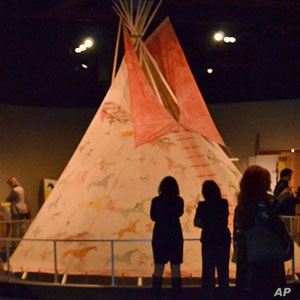 A nearly 5-meter-high muslin tipi from the Lakota people dominates the exhibit at the American Indian museum.