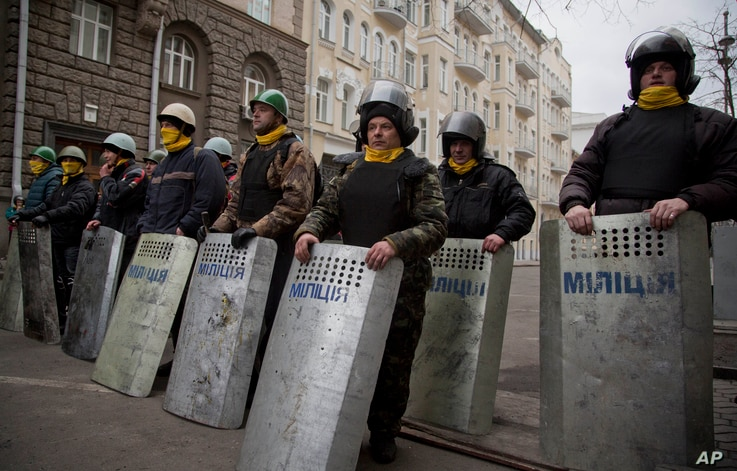 Protesters stand guard in front of presidential administrative building in central Kyiv, Feb. 22, 2014.