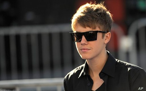 Justin Bieber arrives at the Do Something Awards on Sunday, Aug. 14, 2011 in Los Angeles.