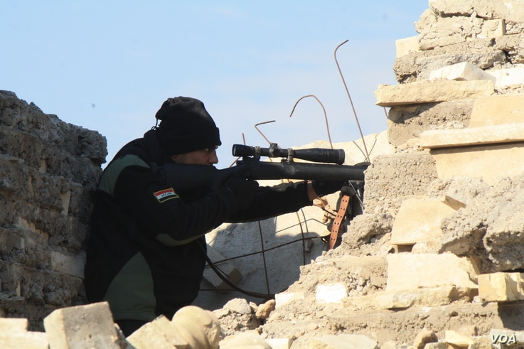 Iraqi snipers guard historical targets as mortars continue to fall over the river into Iraqi-controlled eastern Mosul, Jan. 18, 2017. (H. Murdock/VOA)