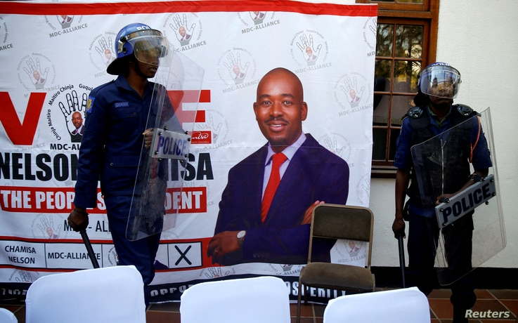 Riot police arrive at a press conference due to be addressed by opposition Movement for Democratic Change (MDC) leader Nelson Chamisa, ordering journalist out of the venue in Harare, Zimbabwe, Aug. 3, 2018.