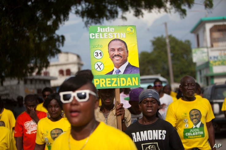Supporters of presidential candidate Jude Celestin arrive to his campaign rally in Croix-des-Bouquets, Haiti, Sept. 27, 2015.