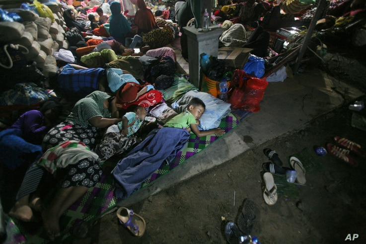 Earthquake survivors sleep on the ground at a temporary shelter in Ulim, Aceh province, Indonesia, Dec. 8, 2016. Thousands of people in the Indonesian province of Aceh took refuge for the night in mosques and temporary shelters after a strong earthq...