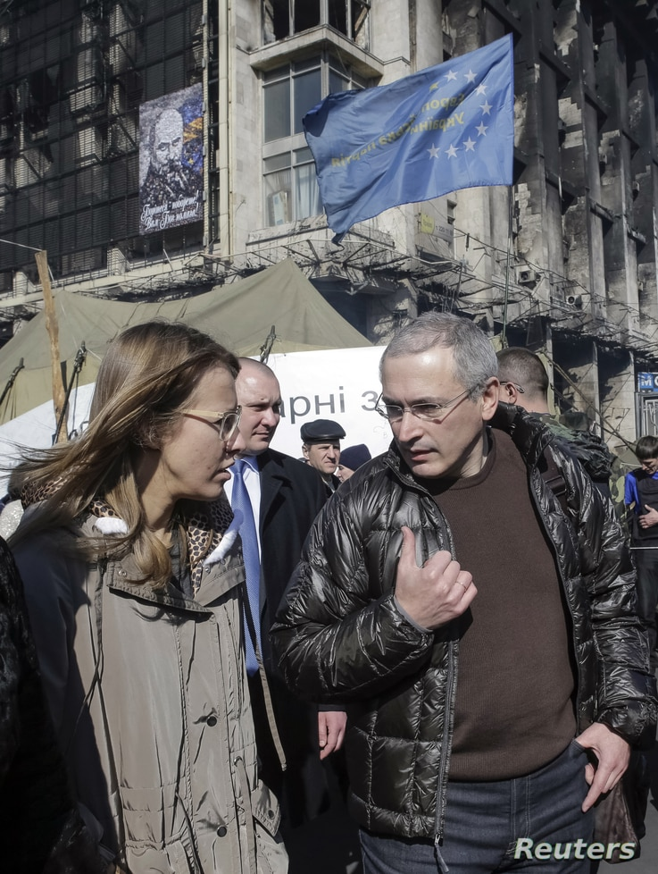 Former Russian oil tycoon Mikhail Khodorkovsky (R) and Russian opposition activist Ksenia Sobchak visit Independence Square, cradle of the uprising against ousted President Viktor Yanukovuch, in Kiev March 9, 2014, a day before he gives students a le...