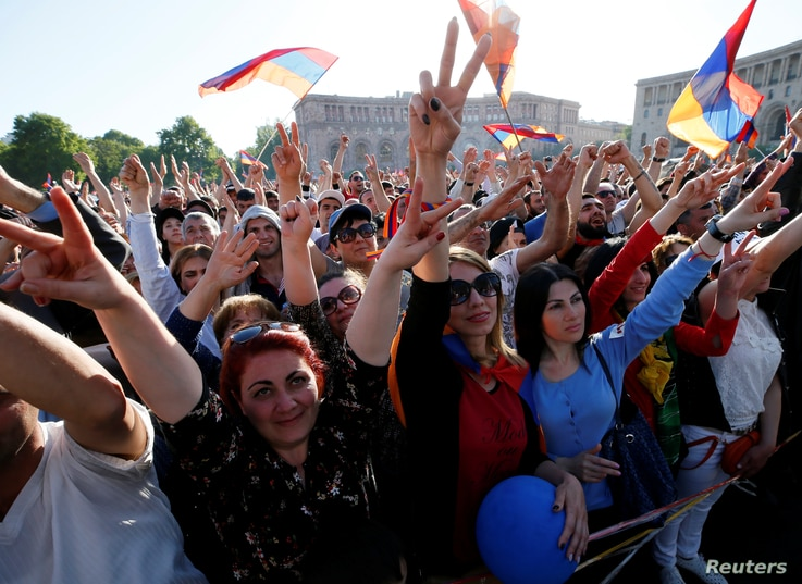 Supporters of Armenian opposition leader Nikol Pashinyan react as they watch a live broadcast of a parliament session to elect an interim prime minister in central Yerevan, Armenia, May 1, 2018.