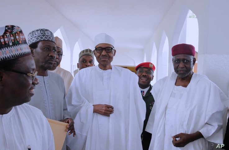 In this photo released by the Nigeria State House, Nigeria's President Muhammadu Buhari (C) with government officials after Friday prayers at the presidential palace in Abuja, Nigeria, May. 5, 2017.