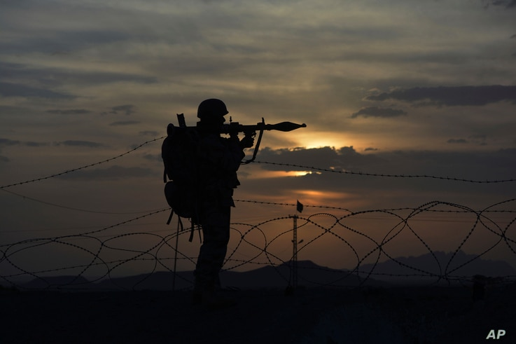 A Pakistani border security guard stands alert at Pakistan-Afghanistan border post, Chaman in Pakistan, May 5, 2017. The U.S. recently decided to withhold $50 million in military aid to Pakistan for failing to do enough against the Haqqani network.